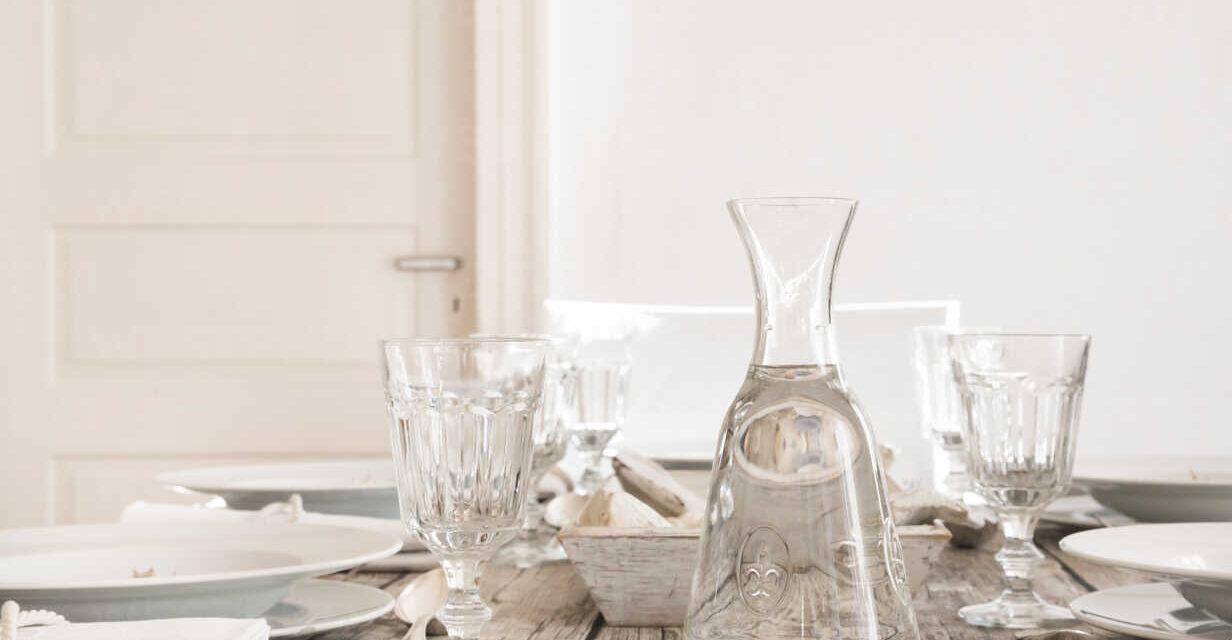EGY kancsó víz az asztalon a Megfelelő vízfogyasztás titka