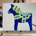 Dala ló: Nem könnyű vászonra festeni, de a svéd kávé sokat lendített